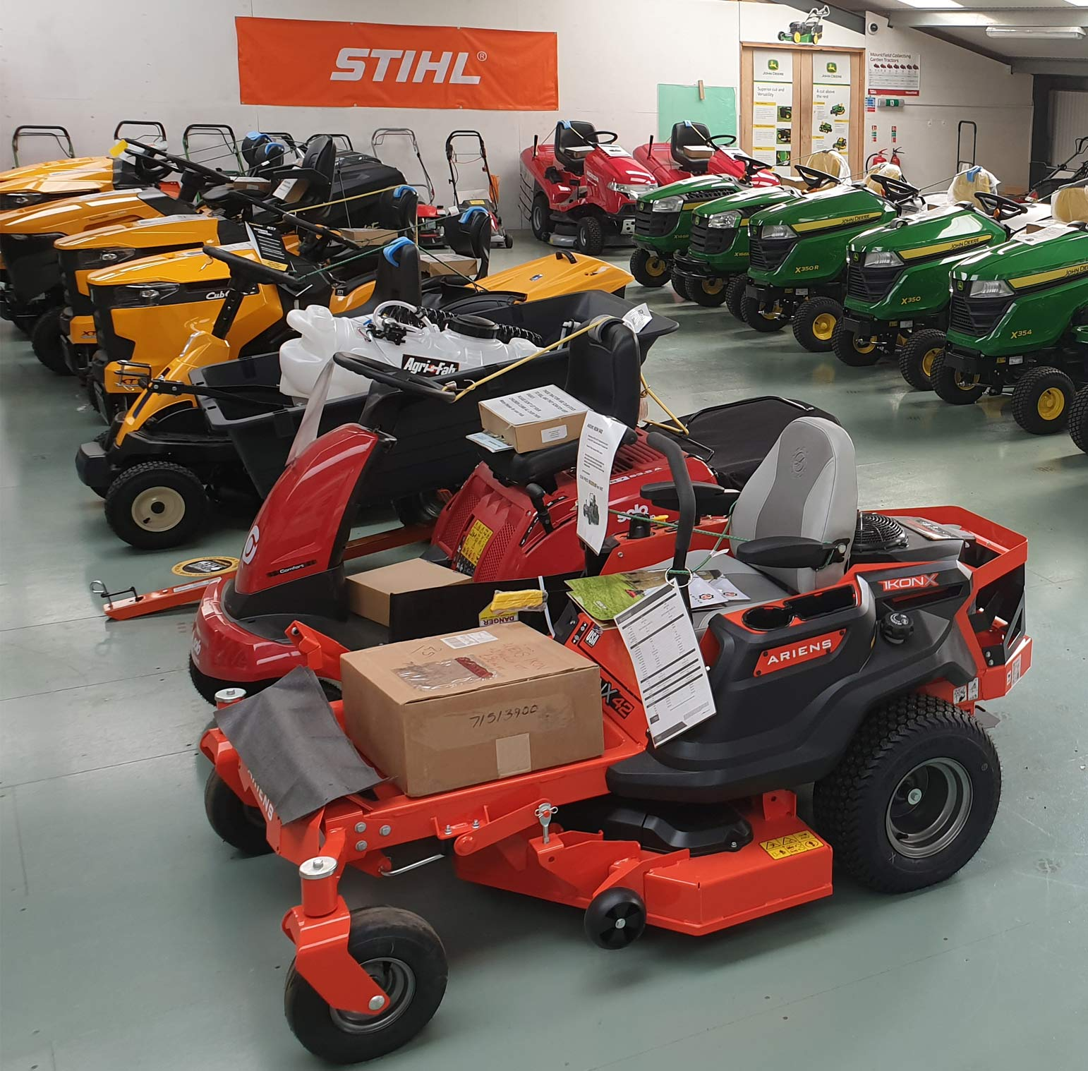 Battery Lawnmower Showroom